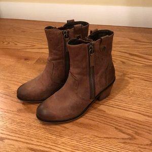 NWOB Steve Madden Wallflwr boots